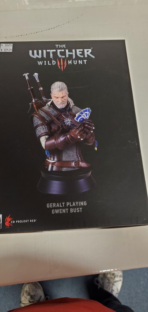 WITCHER WILD HUNT GERALT PLAYING GWENT BUST