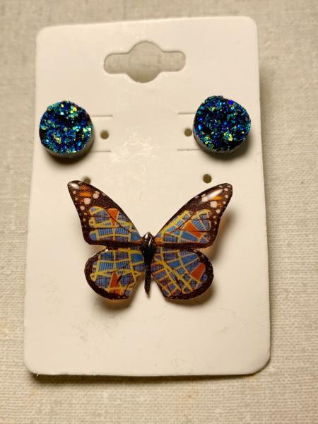 Small Marriott carpet butterfly pin