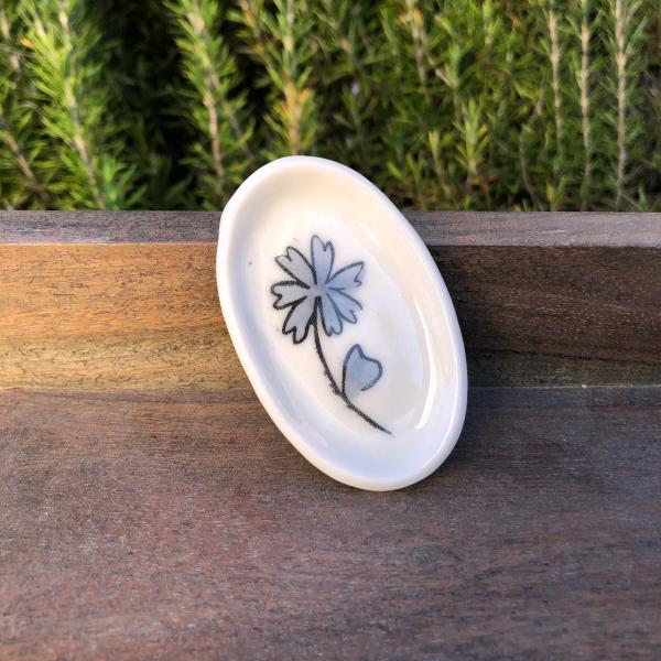 small clover flower dish