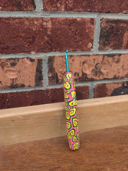 Pink and Yellow Swirls US size E - 3.5mm Crochet Hook