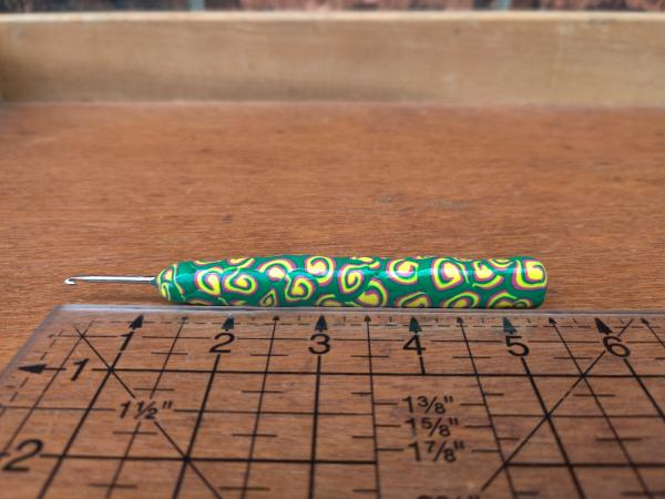 Green and Yellow Swirls US size 1 - 2.35mm Crochet Hook picture