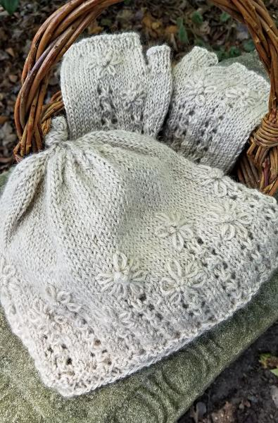 Wild Daisies Hat and Mitts Pattern