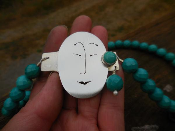 Unmentionables Face clasp in sterling silver with turquoise LY E 3268