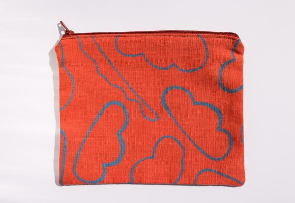 Cloud in-between zipper pouch