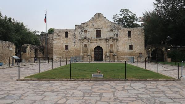 Photography - The Alamo - on Paper Matte