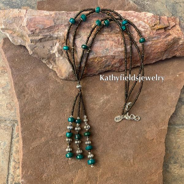 A lariat stone necklace