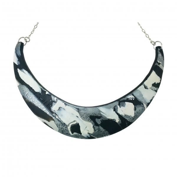 Abstract Marbled Half Moon Collar - Black/White