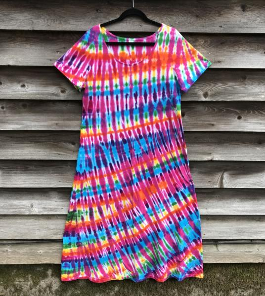 SIZE XLRainbow And Rose Strata Short Sleeve Long Play Dress