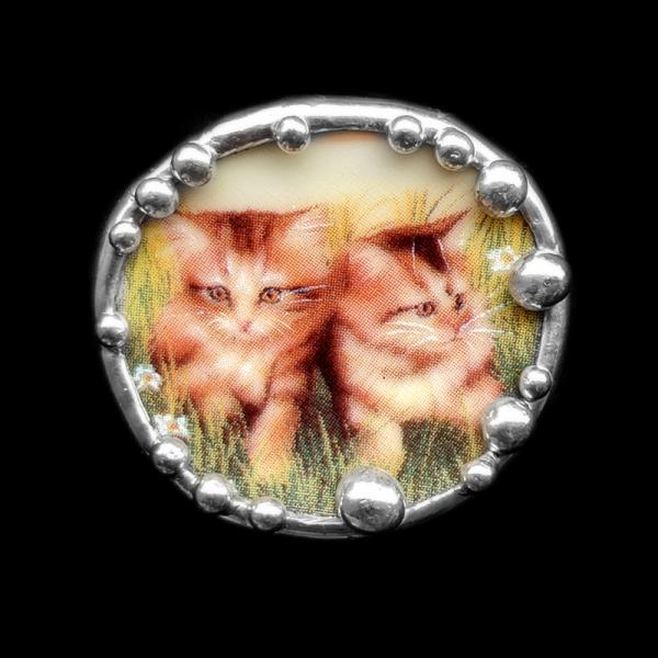 Kitten Plate Shard Pin/Pendant **