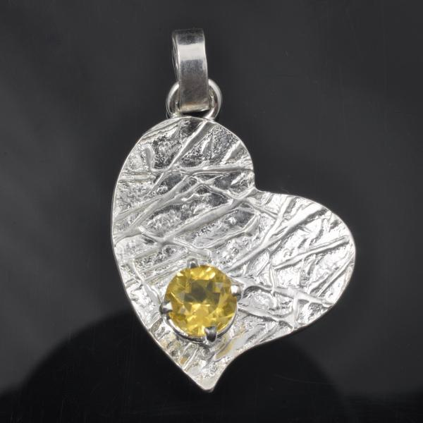 Argentium sterling silver frost pattern heart with golden beryl gemstone