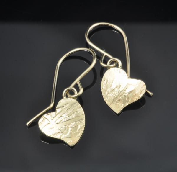 14KY gold small heart earrings, frost pattern