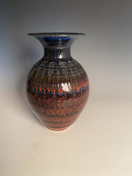 Dark blue and red vase picture