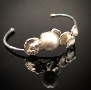 Oyster and pearl cuff