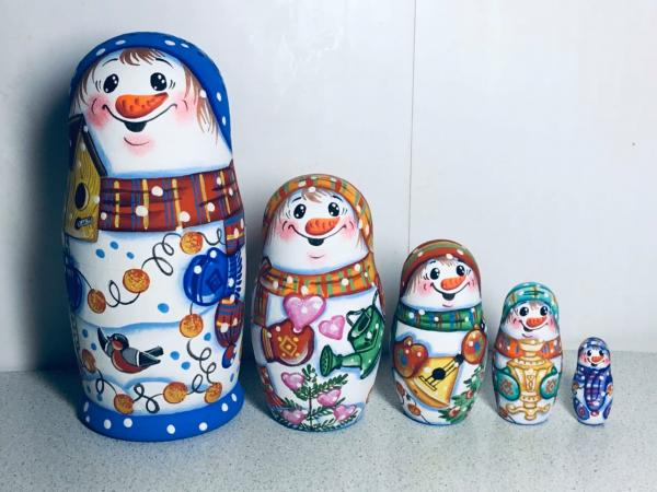 Snow Man nesting dolls