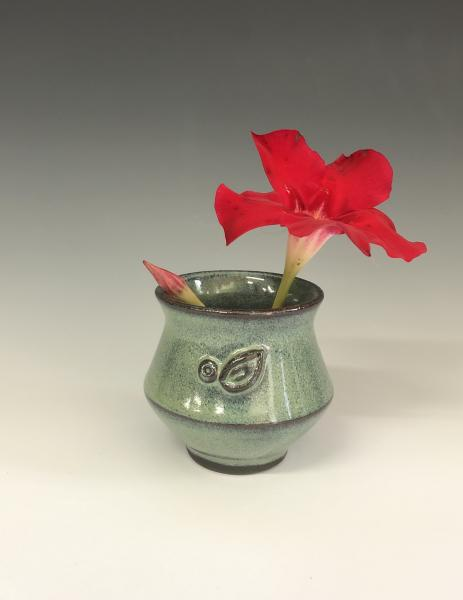 Small vase w/flower frog