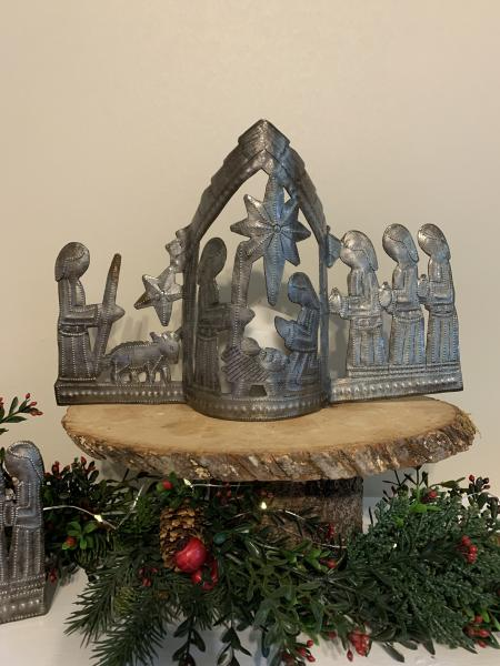 Curved Nativity