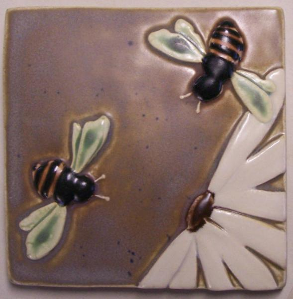 4x4 Bee and Flower Tile