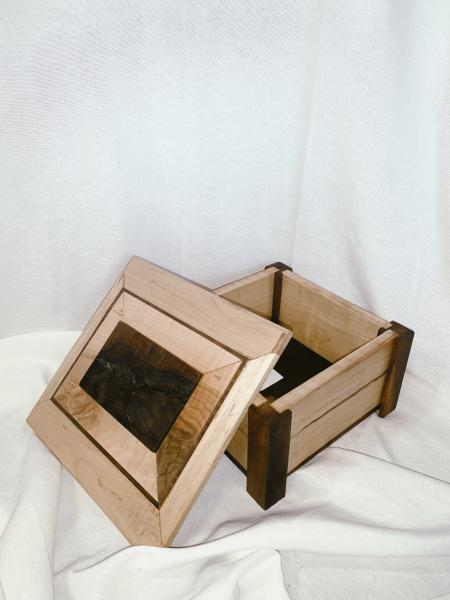 Square Footed Box