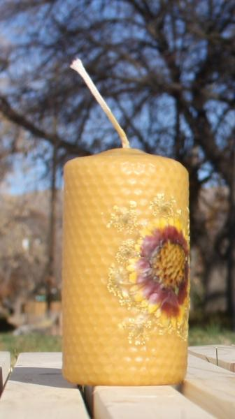 Beeswax candle with pressed flowers short pillar picture