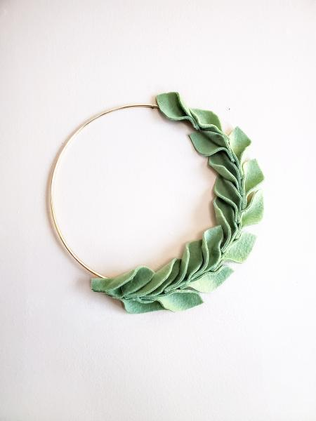 Circle leaf wall decor