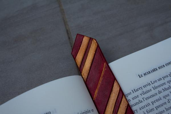 Handmade leather bookmark - Wizard houses picture