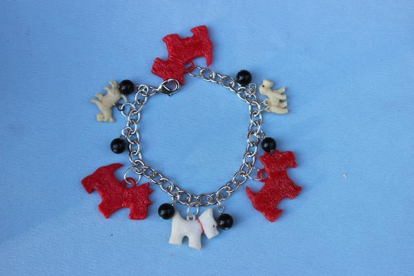 B326 Red & White Scottie Dogs
