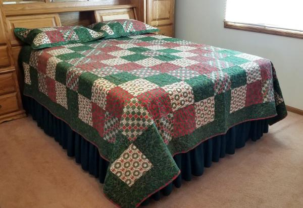 POINTSETTIA and HOLLY QUILT Christmas for Queen Size Bed Holiday Home Decor or Hunter's Lodge