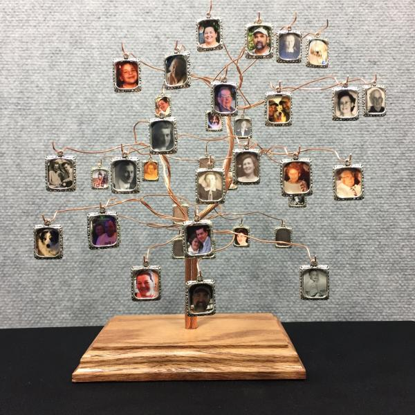 Medium Tapestree Family Tree with 38 Photo Frame Charms picture