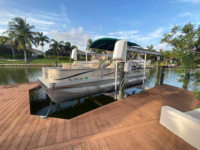 Boat 10 - 22' Sweetwater Pontoon