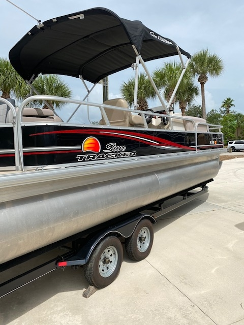 Boat 7- 26 Sun Tracker Pontoon