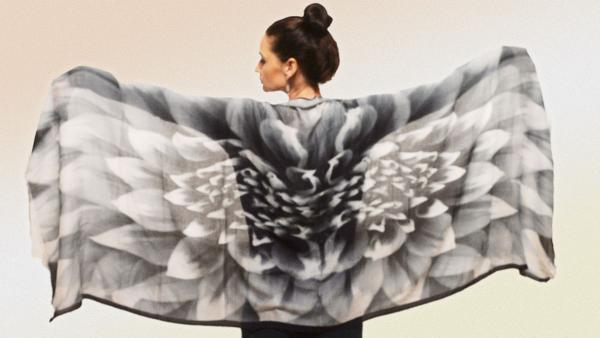 Gazelle Shawl  Black and White Dahlia