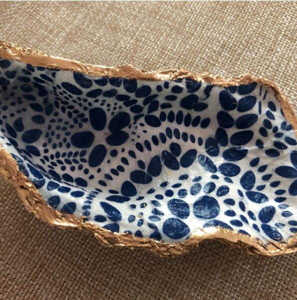 Oyster Trinket Dish - Blue/White Dot