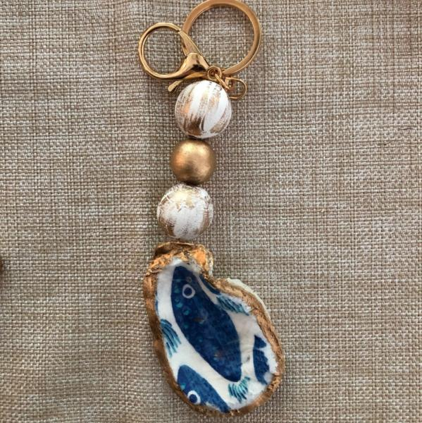 Beaded Oyster Keychain - Blue Fish